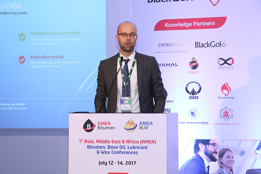 Sessão Base Oil and Wax The Outlook for the Base Oil and Slack Wax Market in Russia, Turkmenistan & Uzbekistan Sr. You're Director Denis Foils, Base Oil and Slack Waxes DYM RESOURCES GmbH